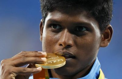2016 Rio Paralympics - Men's High Jump - T42 Final - Olympic Stadium - Rio de Janeiro, Brazil - 09/09/2016. Mariyappan Thangavelu of India celebrates with his gold medal during the victory ceremony.   REUTERS/Jason Cairnduff FOR EDITORIAL USE ONLY. NOT FOR SALE FOR MARKETING OR ADVERTISING CAMPAIGNS.
