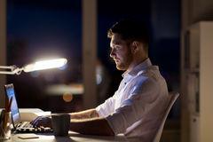 working-night-office-business-overwork-deadline-peop